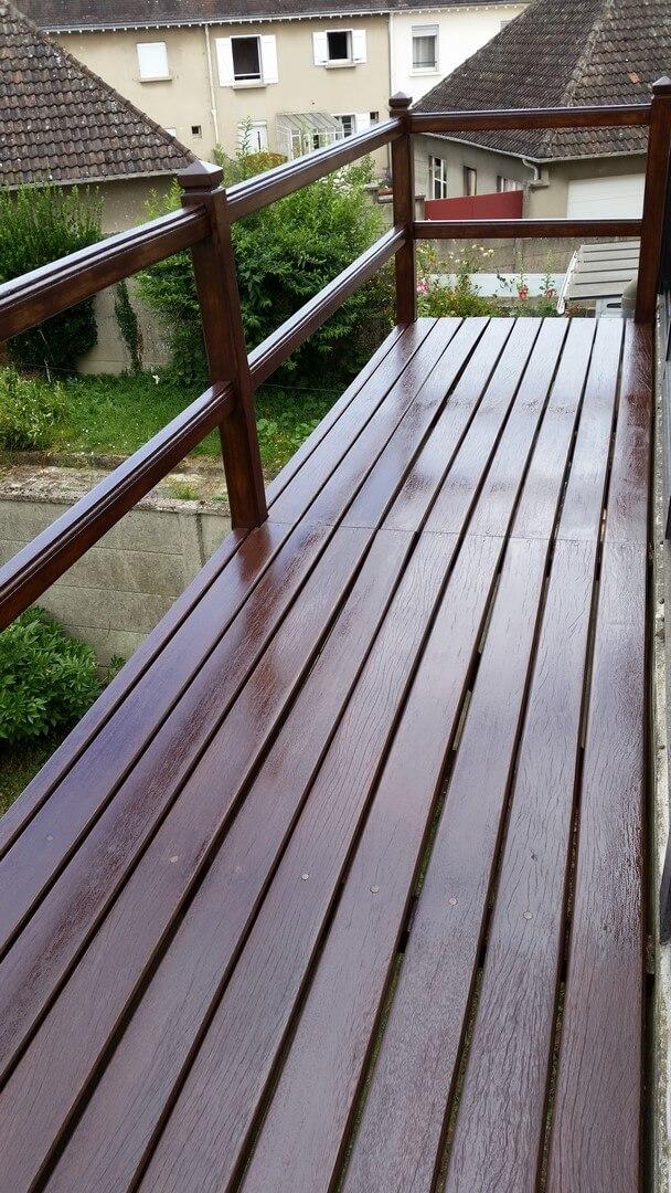 R novation d 39 un balcon en bois hubert peinture for Construction d un balcon en bois
